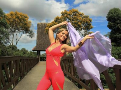 O yoga inspirou a jornalista que agora dá aulas de yoga dance