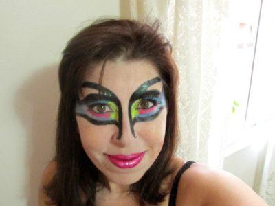 """Ela decidiu """"chutar o balde"""" para fazer arte com pincéis"""