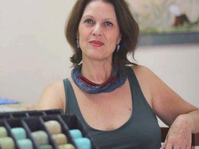 A psicóloga que tem os bordados como forma de arte e terapia