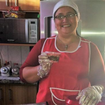 Começou com 100 reais e agora ganha 2 mil por mês vendendo bolo no pote