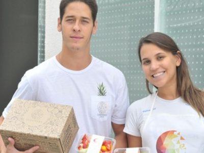 Os engenheiros que deixaram emprego fixo e estabilidade para vender frutas processadas