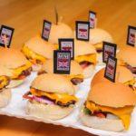 O publicitário e o executivo de multinacional agora promovem festas com hambúrguer
