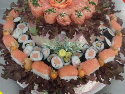 O casal que faz sucesso com o bolo de sushi