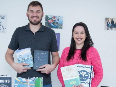 O sonho de viver de artesanato se tornou realidade para esse casal