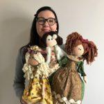 A economista que encanta com a produção de bonecas de pano