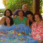 A família que conta histórias através do bordado livre e espontâneo
