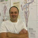 Era mecânico e hoje é especialista em massagem terapêutica que ajuda a corrigir o corpo
