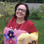 Projeto social incentiva produçãoe venda de artesanato