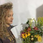 A ideiaé enviar buquês de flores para compensar a falta de abraços durante a pandemia